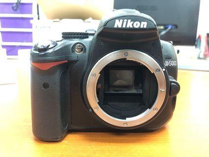 🚚 Nikon D5000