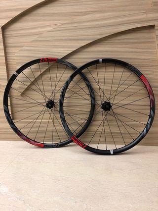 Giant XCR1 27.5er Carbon 全新登山車紅色輪組 無內胎 Shimano11速