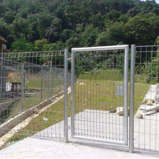 Roll Top Fencing, ideal for pet / dog enclosure, 3 x 2200mm panels plus gate