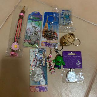 (FREE) brandnew Assorted souvenir keychains. Giving altogether