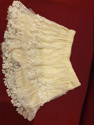 Lady beige lace short pant