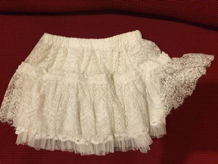 NaNa Reve De La white lace short skirt pant