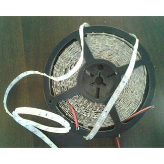 【ARS生活館】LED燈條 實耗電4.8W/米 3528SMD貼片 正白光/暖白光 3M背膠 《裸版》 5米1捲 設計師的最愛