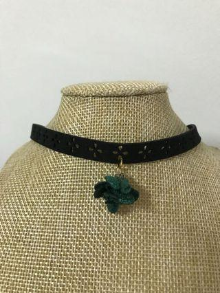 🚚 BN: Green rose choker cutwork leather necklace