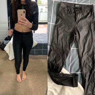 x2 Leather look jeans