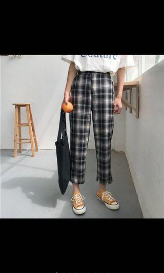 Women Plaid Black and White Pleated Pant