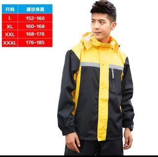 Raincoat brand new, fits size L