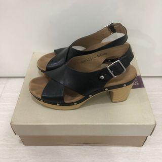 Clarks Ledella Club clogs