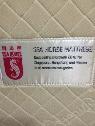🚚 1 years old mattress