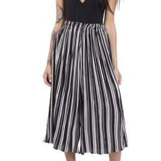 🚚 Striped Pleated Culottes
