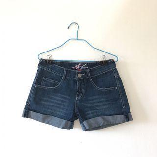 Denim Cutoffs / Jeans / Shorts