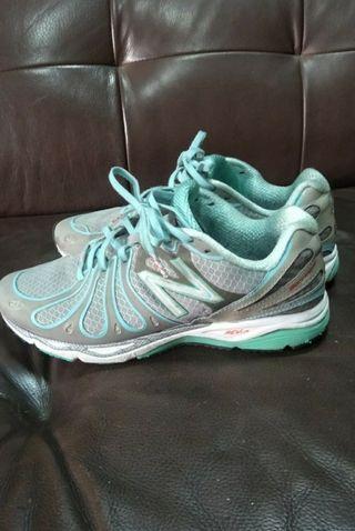 品牌 女運動鞋(24.5號)  8成5新以上