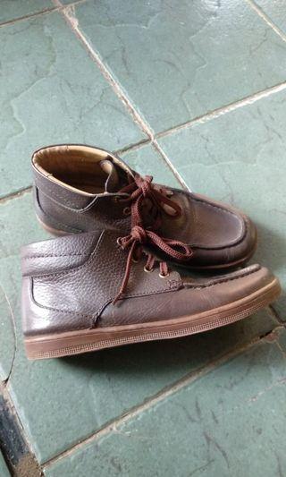 Sepatu kulit brown yongki komaladi