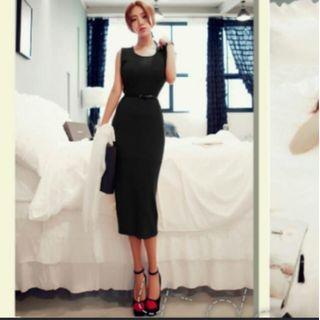 Sleeveless long dress with belt