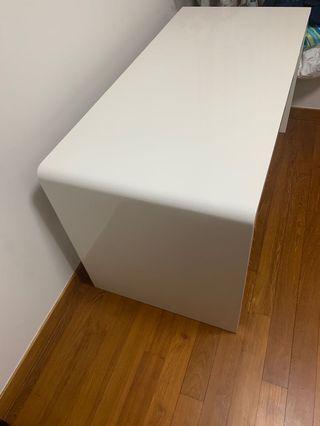 Desk white.
