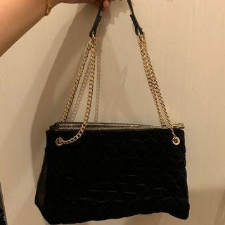 ESPRIT Dual Zip Quilted Black Bag with Gold Chain