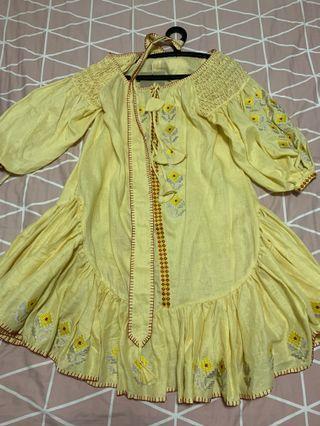 🚚 Innika Choo smock midi dress in yellow