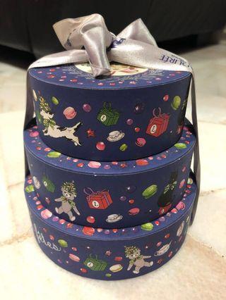 🚚 Laduree 3 tier cake like gift box