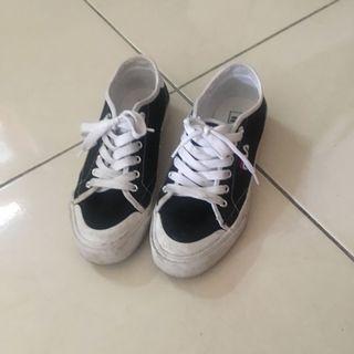 🚚 Fila 帆布鞋 (可議價)