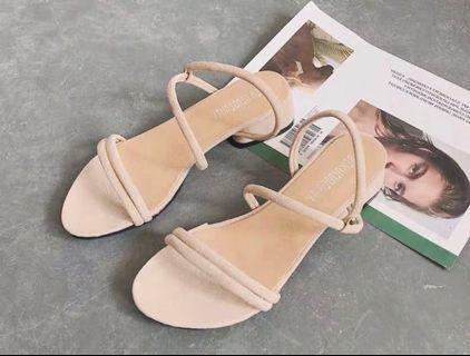 🚚 氣質裸色韓版一字帶兩穿式涼拖鞋 38