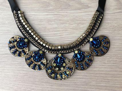 (Free normal postage) Embellished statement necklace