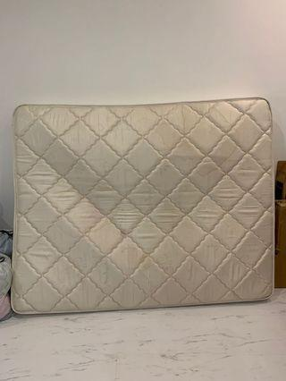 🚚 SALE!! Queen mattress good condition only $40