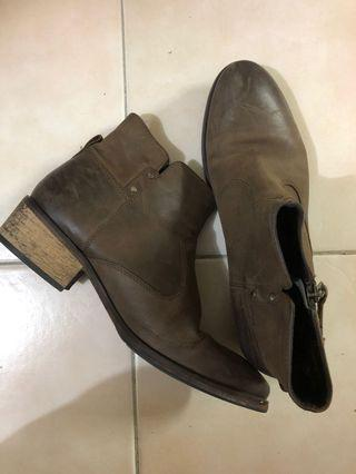 Esprit Genuine Leather Ankle Boots