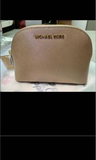 Raya sales! 💯new Authentic Michael Kors Jet Set leather pouch