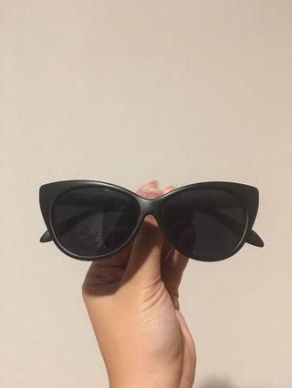 Matte Black Cateye Sunglasses