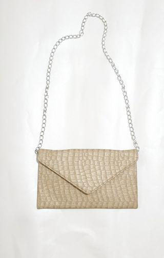 Casual sling clutch