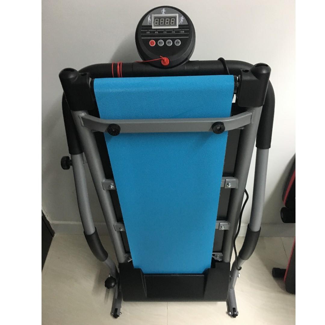 家用電動跑步機 (6段速度可調較) 可摺式 陳列品出售