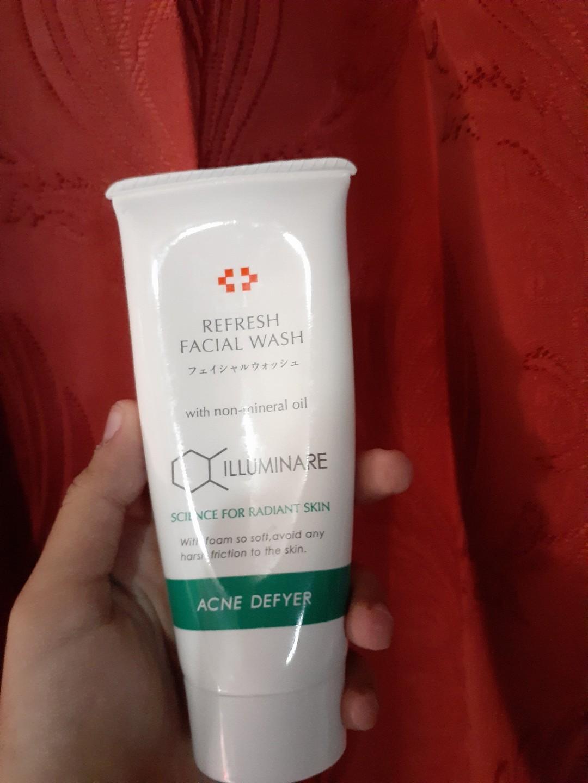 Biore UV Aqua Rich + Illuminare face wash Acne Deyfer