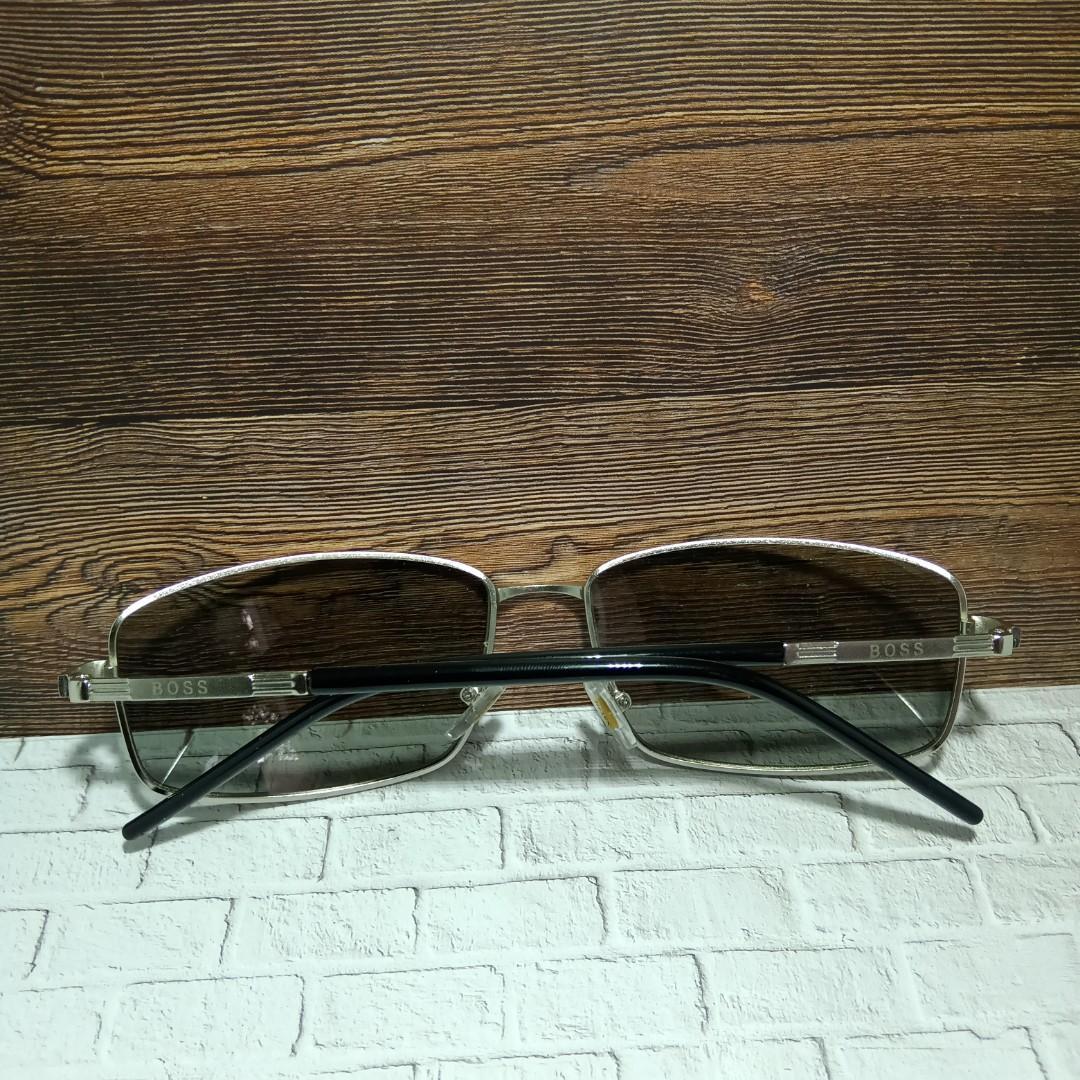 Boss kacamata keren