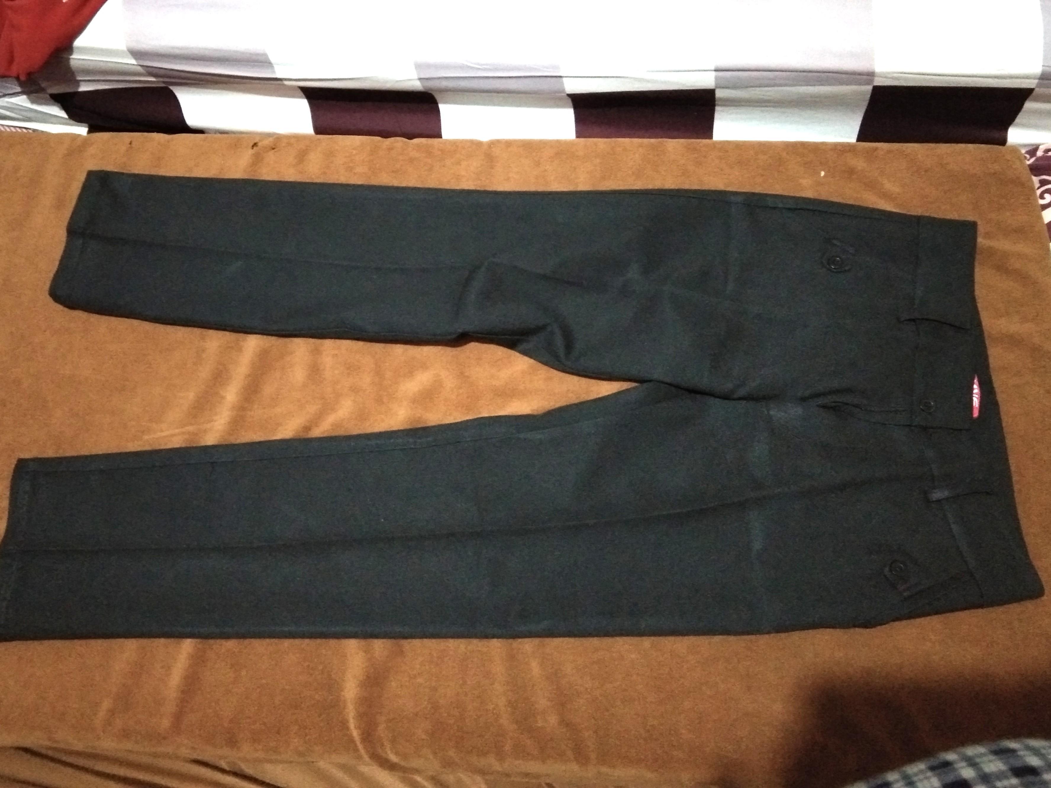 Celana kerja warna hitam