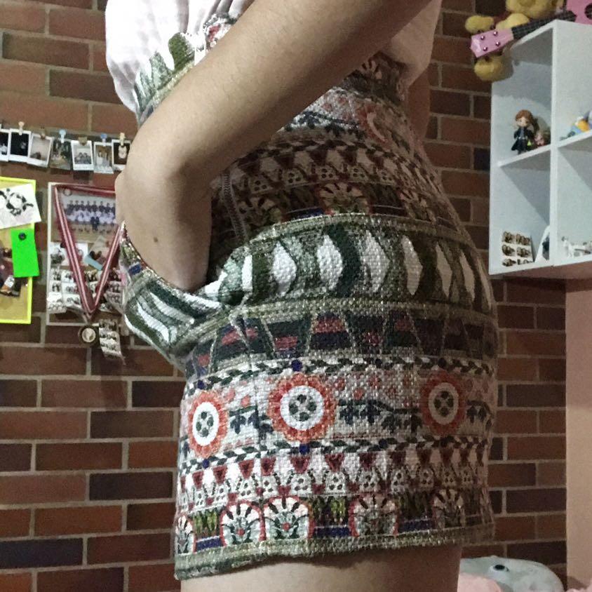 Celana Pendek Tribal