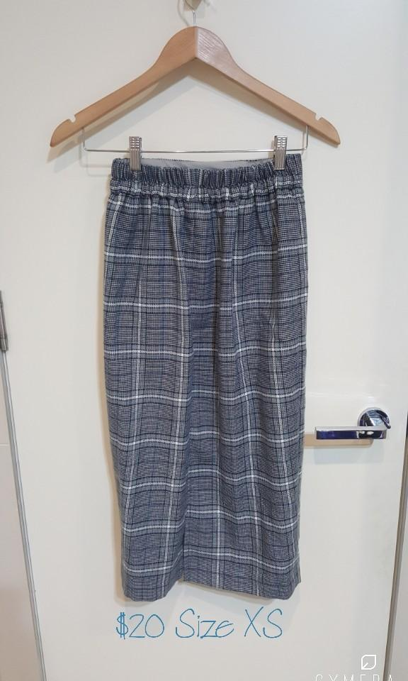 """GU"" Japanese Brand Grey and Blue Midi Pencil Winter Skirt (Size XS)"