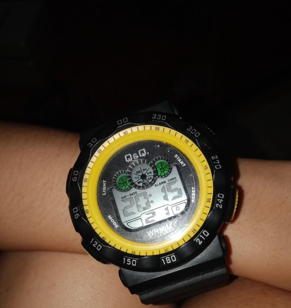 Jam tangan pria Q&Q