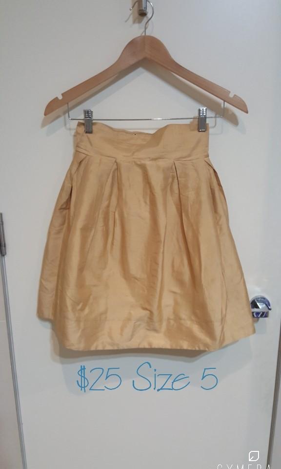'Lara Parker' Designer Vintage High Waisted Gold Skirt (Size 5)