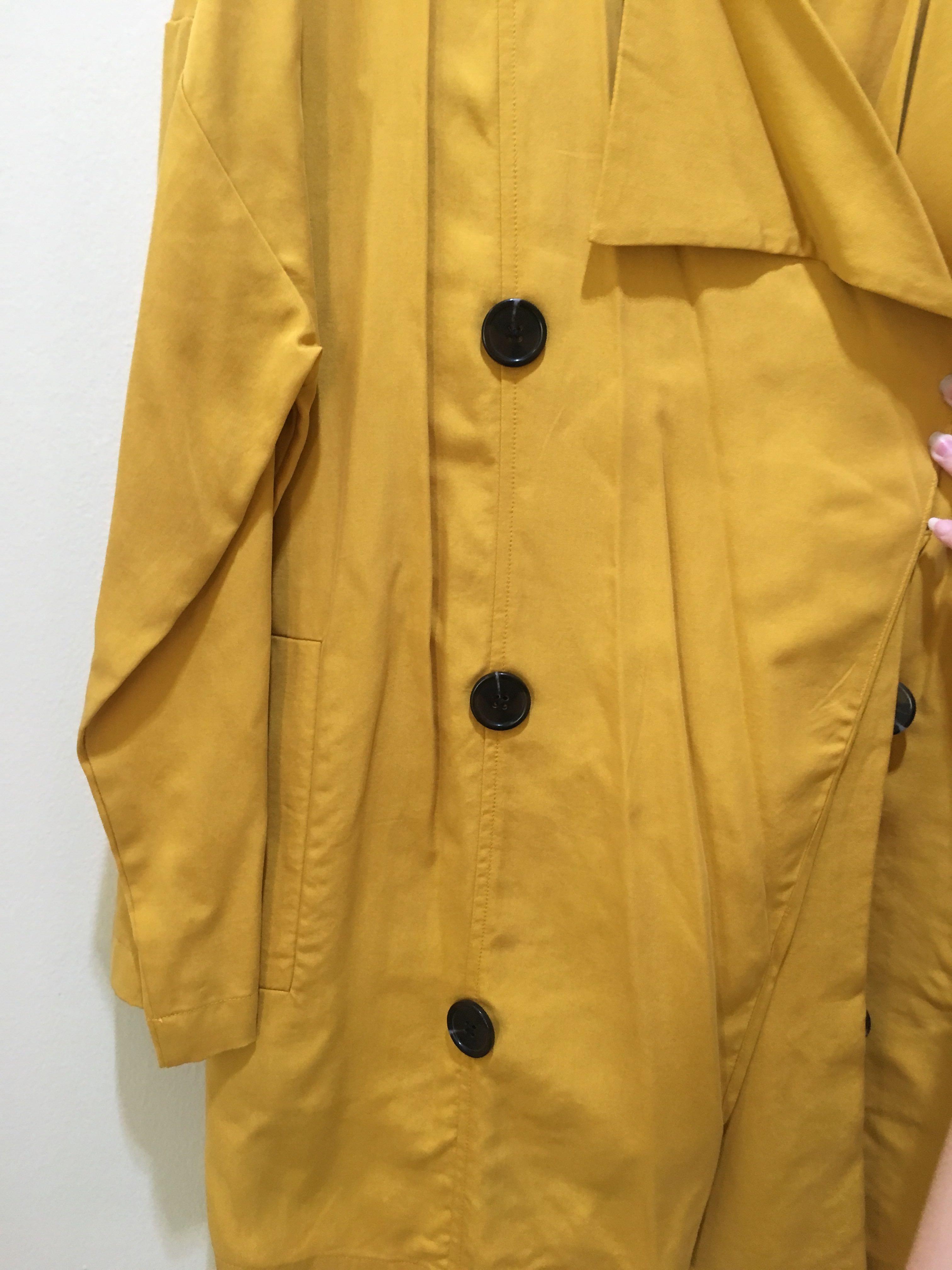 Yellow Coat Stradivarius