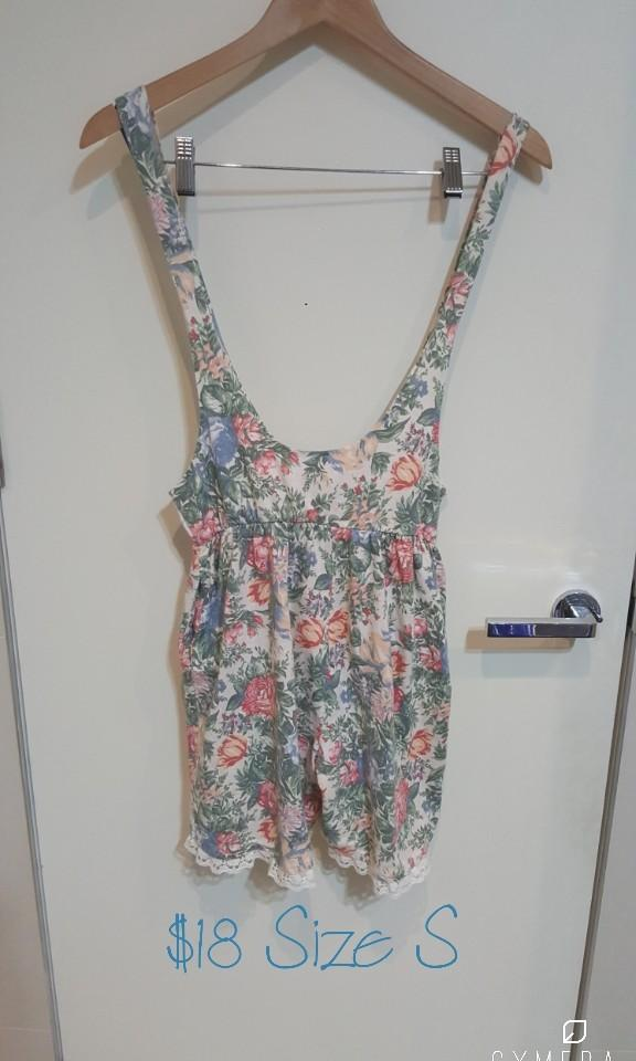 """ZONE"" Vintage Cutest Floral Patterned Short Overalls (Size S)"