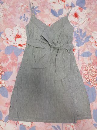 🚚 Editor's market pinstriped ribbon dress