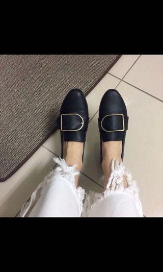 軟皮低跟鞋