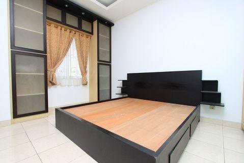 Tempat Tidur Minimalis dengan side table gantung 3 layer