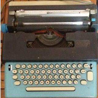 Mesin ketik listrik Vintage Olivetti Lettera