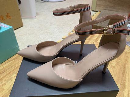 🚚 達芙妮高跟鞋24.5