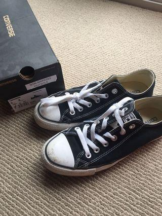 CLASSIC CHUCK TAYLOR LOW SIZE 6