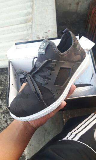 Sepatu Lari/Jogging/Gaya Nevada