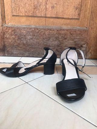 Sandal Heels Hitam Black size 36