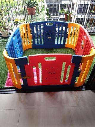 🚚 Play Yard