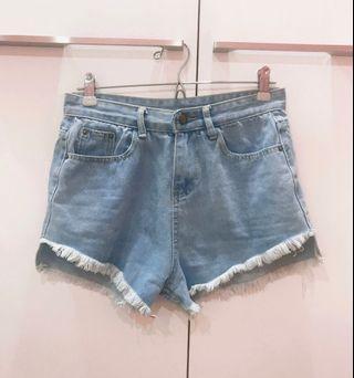 🚚 辣妹必備淺藍短褲